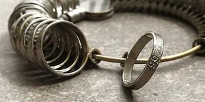 výběr velikosti pánského snubního prstenu