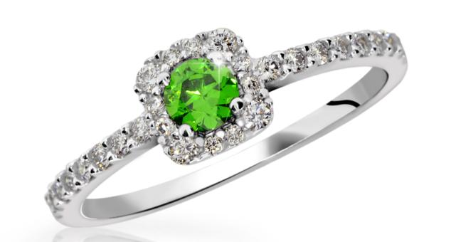 zásnubní prsten se smaragdem