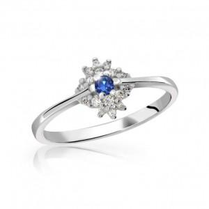 prsten s modrým safírem a diamanty