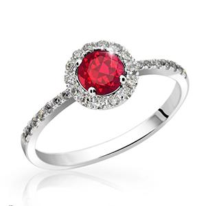 Zlatý prsten s diamanty a rubínem